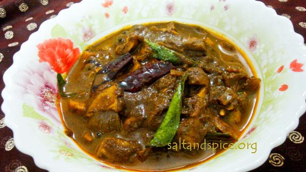 varutharacha-mushroom-curry