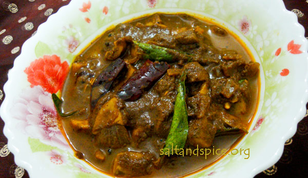 varutharacha-mushroom-curry1